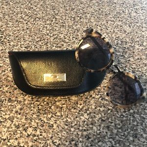 O by Oscar de la Renta sunglasses